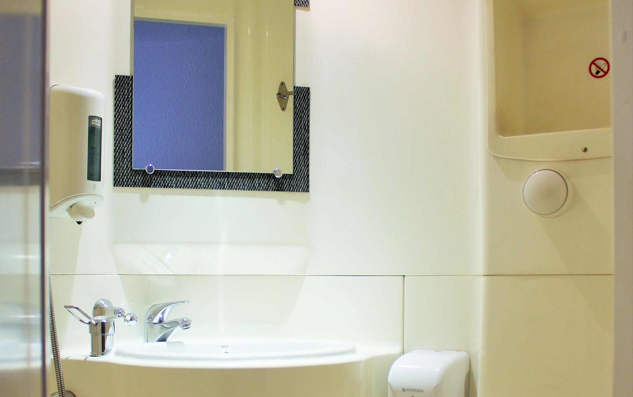 http://www.lidotel.fr/wp-content/uploads/2014/10/salle-de-bain.jpg